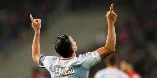 Le joueur monégasque, Radamel Falcao, célébrant un but face à Lille, vendredi 22 septembre.
