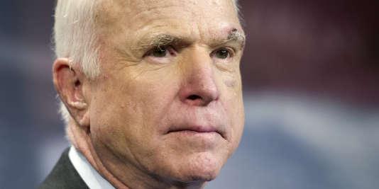 Traité pour un cancer du cerveau depuis cet été, John McCain– ici le 27 juin à Washington– continue à être actif au Sénat, où il s'est érigé en défenseur de la collaboration entre majorité et opposition.
