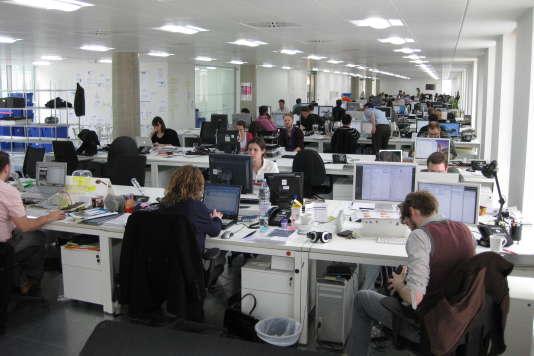Les bureaux des entreprises vers l open space type café