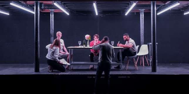 Répétitions au mois d'avril 2017, à Los Angeles, du spectacle «Fore», d'Arnaud Meunier (de dos) avec des élèves de La Comédie de Saint-Etienne et de CalArts.