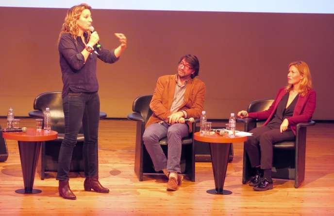 L'aventurière suisse Sarah Marquis, l'historien Antoine de Baecque et la journalisteYoanna Sultan R'bibo, pour la table ronde « Marche et rêve » du Monde Festival.