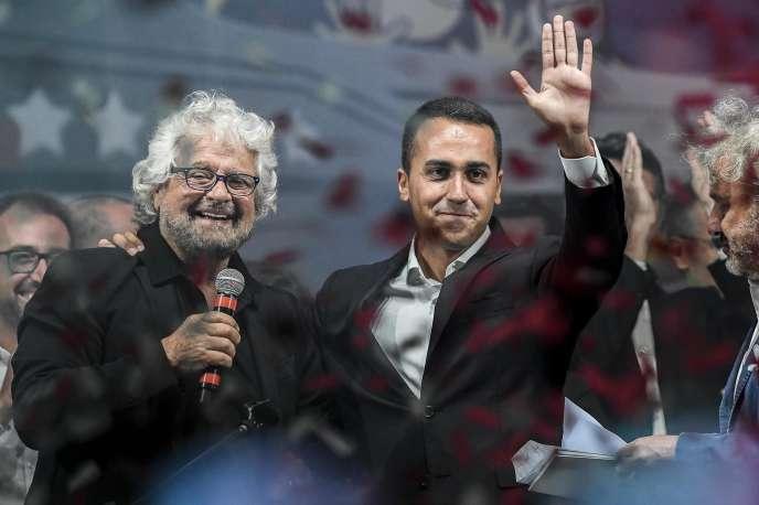 Beppe Grillo (à gauche) et Luigi Di Maio, lors d'un meeting du Mouvement 5 étoiles, à Rimini (Emilie-Romagne), le 23 septembre.