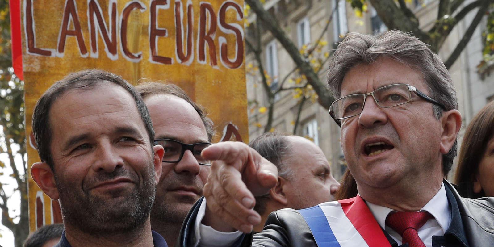 Le leader de La France insoumiseJean-Luc Mélenchon, en compagnie de Benoit Hamon, lors de la manifestation contre la réforme du code du travail, le samedi 23 septembre à Paris.