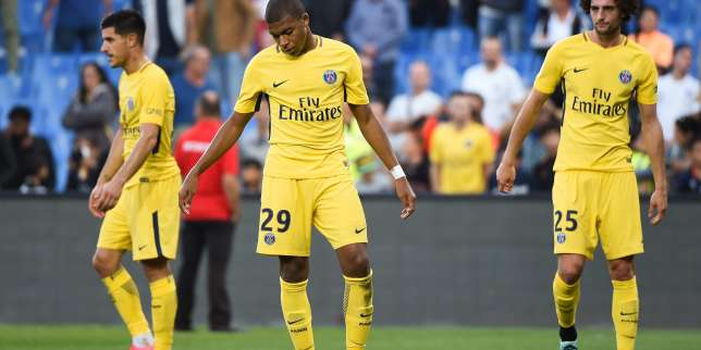 (From L) Paris Saint-Germain's Spanish defender Yuri Berchiche, Paris Saint-Germain's French forward Kylian Mbappe  and Paris Saint-Germain's French midfielder Adrien Rabiot react at the end of the French Ligue 1 football match between Montpellier and Paris Saint-Germain (PSG) on September 23, 2017 at the Stade de la Mosson stadium in Montpellier, southern France.  / AFP / Sylvain THOMAS
