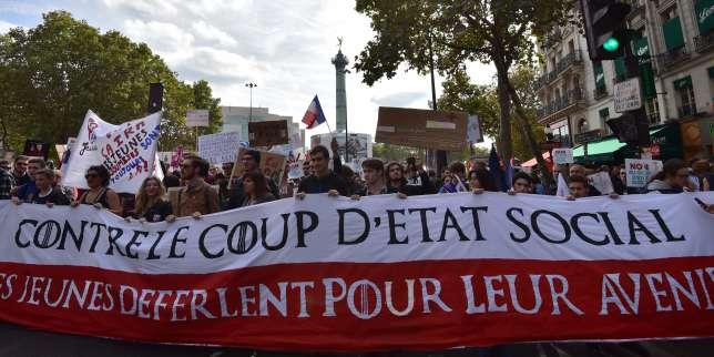 Plusieurs milliers de personnes se rassemblaient samedi 23 septembre en début d'après-midi, sous le soleil place de la Bastille à Paris, pour dire non au «coup d'Etat social» d'Emmanuel Macron que constitue notamment, pour Jean-Luc Mélenchon, la réforme du Code du travail.