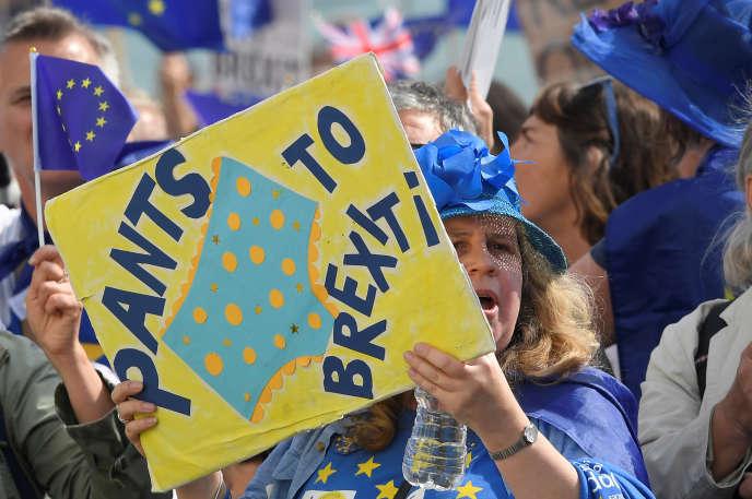 « Comment les entreprises et les consommateurs du Royaume-Uni et de l'UE pourront continuer à bénéficier d'un accès étendu à leurs marchés réciproques» (Photo: manifestation anti-brexit à Brighton, le 24 septembre).