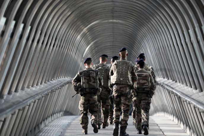Des militaires de l'opération «Sentinelle», le 31 août, à Paris.