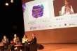 Conférence sur le renouveau en politique au Monde Festival.