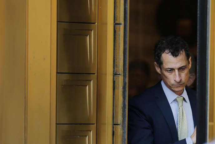 Anthony Weiner à la sortie de la cour fédérale qui vient de le condamner à de la prison ferme, le 25 septembre.