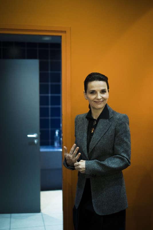 Juliette Binoche discute avec des spectateurs après la projection «Un beau soleil intérieur», de Claire Denis à l'Opéra Gaumont,le 23 septembre.
