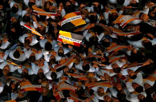 Les militants du CDU acclament Angela Merkel, le 24 septembre.