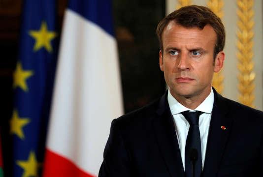 Emmanuel Macron promet de ramener le déficit public à 2,6 % en 2018. Cela veut dire que les baisses d'impôts annoncées seront en réalité moins importantes que prévues.