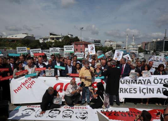 Une manifestation de solidarité aux journalistes de «Cumhuriyet», le25septembre2017.