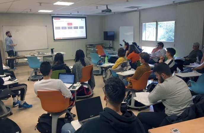 Cours de psychologie du sport, à la facultés de sciences et techniques des activités physiques et sportives de Grenoble, le 19 septembre.