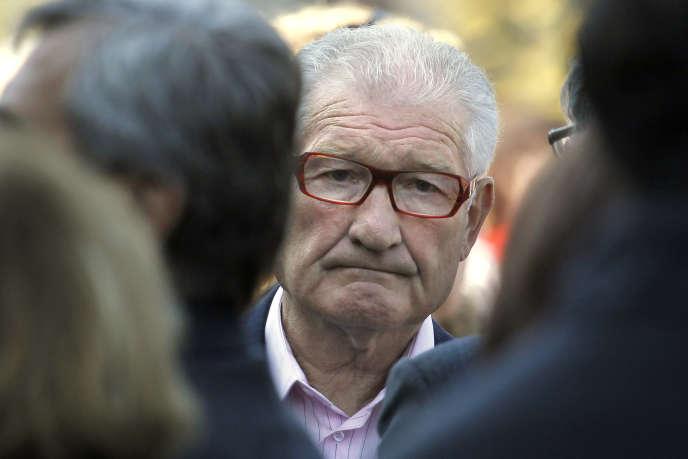Cyrille Guimard, ici lors de l'enterrement de son ancien coureur Laurent Fignon, en 2010, avec qui il vécut le Tour de France victorieux de 1983 et la désillusion de 1989.