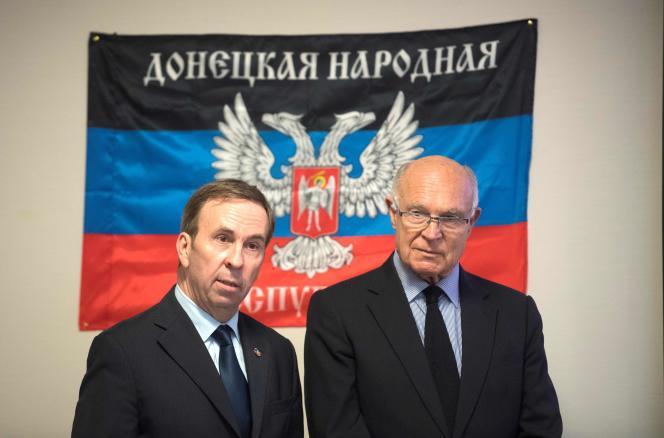 Hubert Fayard (à droite), autoproclamé« représentant officiel» de la« République populaire de Donetsk», avec Jacques Clostermann (à gauche),« citoyen d'honneur».