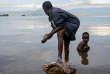 Sur l'île d'Idjiwi, sur le lac Kivu, en République démocratique du COngo, les Pygmées survivent comme ils peuvent à la sédentarisation forcée.