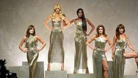 Carla Bruni, Claudia Schiffer, Naomi Campbell, Cindy Crawford et Helena Christensen au défilé Versace, à Milan, le 22 septembre.