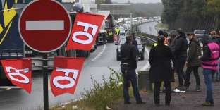 Blocage du trafic routier lundi 25 septembre près d'un dépôt de carburant à Vern-sur-Seiche.