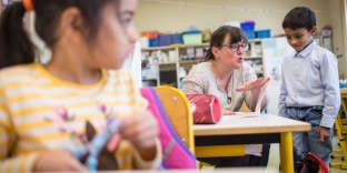 Avec sa classe composée d'une douzaine d'élèves, Danielle Ruetsch (ici, le 14 septembre) peut prendre davantage de temps avec chacun.