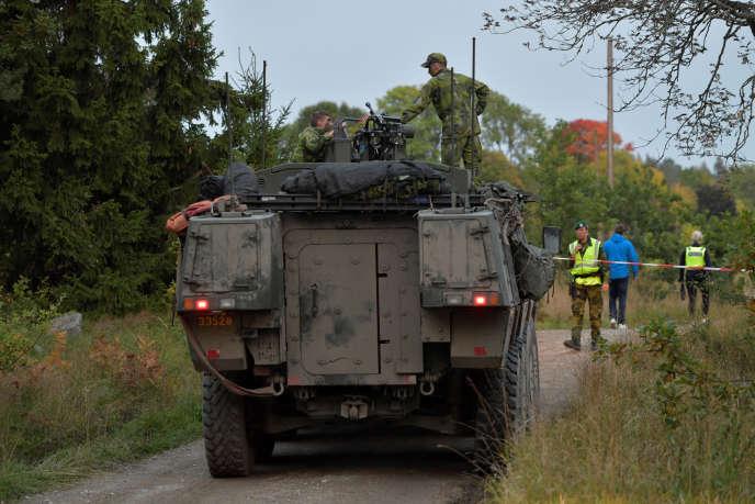A Trosa, sur les lieux de l'accident impliquant un véhicule militaire et un train, le 26 septembre.