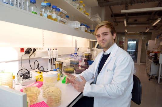 Xavier Duportet, cofondateur d'Eligo Biotech, dans son laboratoire à l'Institut Pasteur, le 30 octobre 2015.