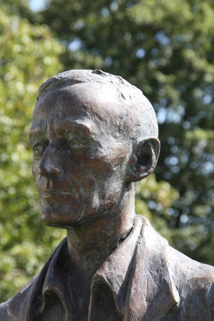 Statue d'Hermann Hesse auHermann-Hesse-Höri-Museum, àGaienhofen (Allemagne).