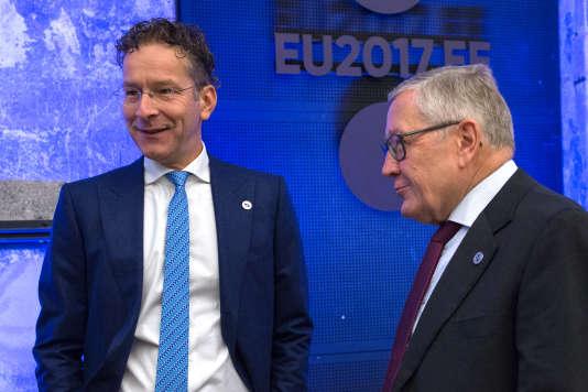 Le ministre des finances néerlandais, Jeroen Dijsselbloem (à gauche), et Klaus Regling, directeur général du Mécanisme européen de stabilité (MES), à Tallinn (Estonie), le 15 septembre 2017.