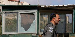 A l'entrée de la colonie Har Adar (Cisjordanie), au nord de Jérusalem, où la fusillade a éclaté mardi 26 septembre au matin.