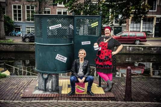 Des« Dolle Minas », « enragées » néerlandaises quiréclament, à Amsterdam, le droit de faire pipi et de disposer enfin d'urinoirs publics.