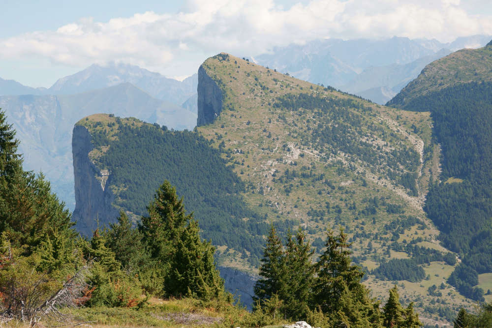 « Petit et Grand Brechon, dans le massif du Dévoluy (Alpes). »