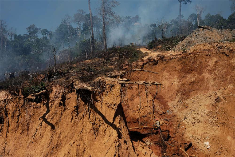 L'extraction illégale de l'or accentue la déforestation,près de Crepurizao dans l'Etat de Para au Brésil, le 2 août 2017.