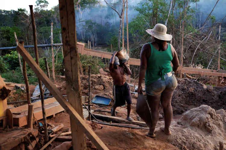 Le Brésil avait réduit la déforestation de 84% entre 2004 et 2012, avant que celle-ci ne progresse à nouveau,près de Crepurizao dans l'Etat de Para au Brésil, le 4 août 2017.