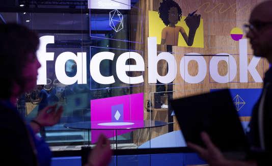Au début de la polémique sur les fausses informations, le patron de Facebook, Mark Zuckerberg, avait minimisé le problème.