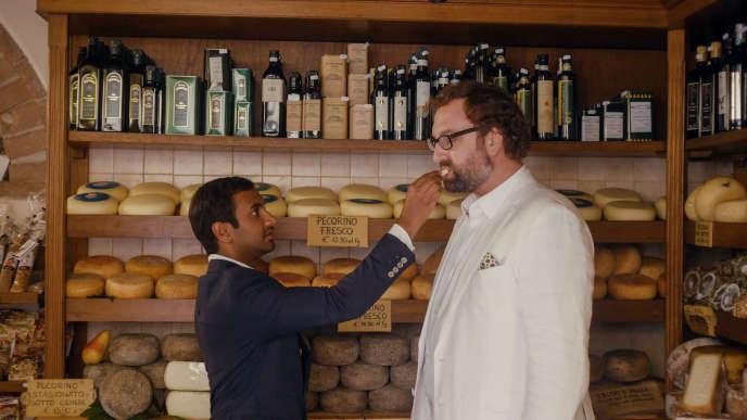 Dev (Aziz Ansari) et Arnold (Eric Wareheim), dans la saison2 de «Master of None», actuellement sur Netflix.