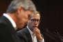 Le directeur général d'Alstom Henri Poupart-Lafarge (à droite) écoute le directeur général de Siemens Joe Kaeser lors de la conférence de presse au lendemain de la fusion des deux groupes, à Paris, mercredi 27septembre.