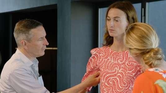 Dries Van Noten avec le modèle Sylvia van der Klooster (collection été 2016).