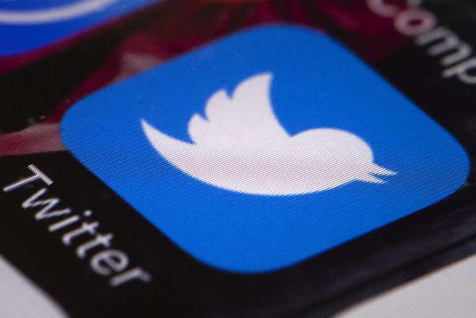 L'application Twitter sur un téléphone portable, en avril.