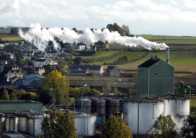Usine de production d'alcools et de bio-éthanol, dans la sucrerie d'Origny-Sainte-Benoite prés de Saint-Quentin, en 2005.