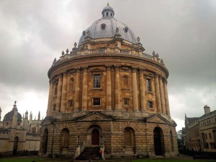 Radcliffe Camera, la salle de lecture d'une des bibliothèques d'Oxford.