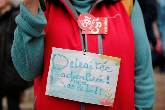 Une retraitée manifestant le 28 septembre 2017 contre les projets du gouverment pour réformer le système des retraites.