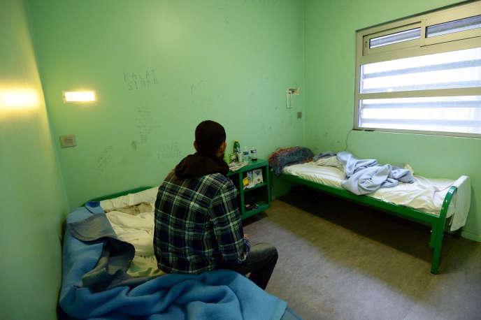Dans le centre de rétention administrative du Canet, à Marseille.