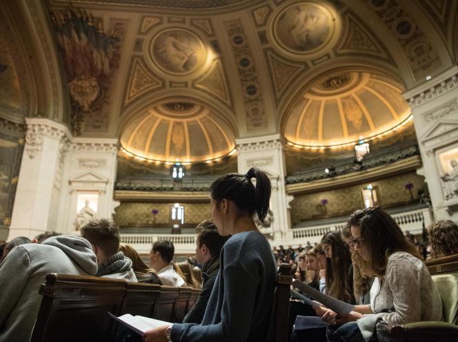 Des étudiants dans un amphithéâtre de l'université Paris-Sorbonne, à Paris, le 26 janvier.