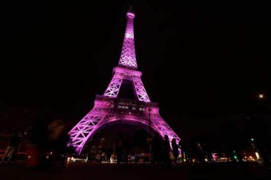 Illumination de la Tour Eiffel, le 27 septembre, pour le lancement de la 24e édition de la campagne« Octobre rose».