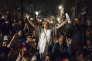 « Aucune constitution ni aucune loi fondamentale, reflets de la domination de la majorité, ne sauraient séquestrer une minorité et l'empêcher de décider de son avenir» (Photo: nuit de mobilisation à Barcelone contre les perquisitions effectuées par la Guardia Civil au ministère de l'économie catalan).