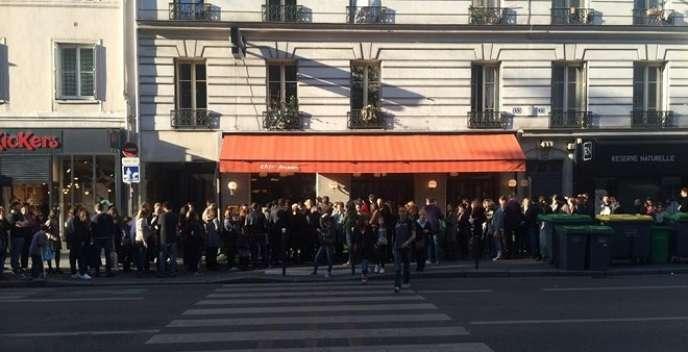 Devant East Mamma, rue du Faubourg-Saint-Antoine, à Paris (11e).