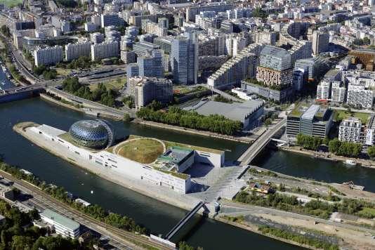 Vue aérienne de La Seine musicale, sur l'île Seguin, à Boulogne-Billancourt.