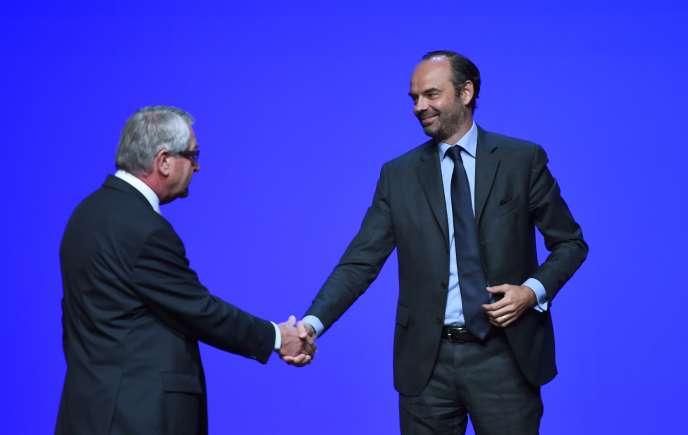 Philippe Richert, président de Régions de France, et Edouard Philippe, premier ministre, le 28 septembre, à Orléans.
