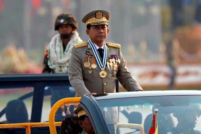 Le General Min Aung Hlaing, chef des armées birmanes, à Naypyitaw, le 27 mars.