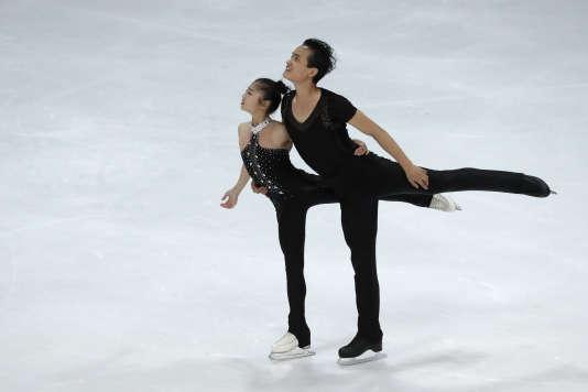 Ryom Tae-ok et Kim Ju-sik pendant leur programme libre du trophée Nebelhorn, à Oberstdorf (Allemagne), le 29 septembre.
